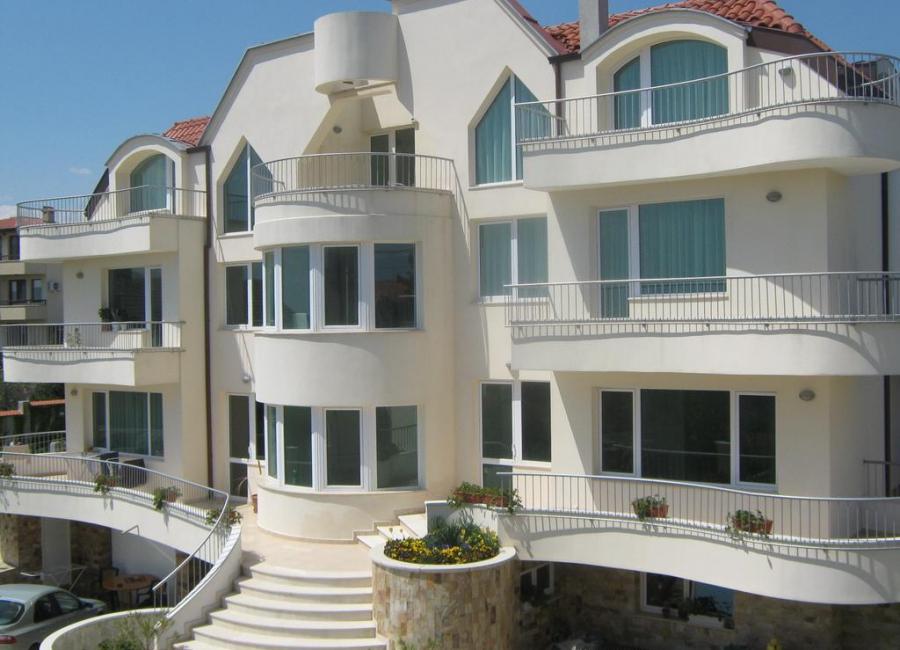 Хотел Рони Варна