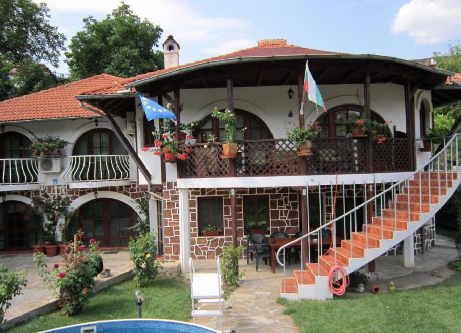 Хотел Хубавата къща Велико Търново