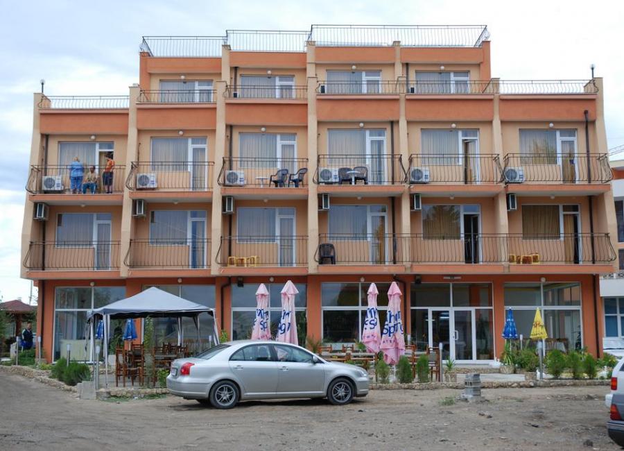 Хотел Германа Бийч Равда