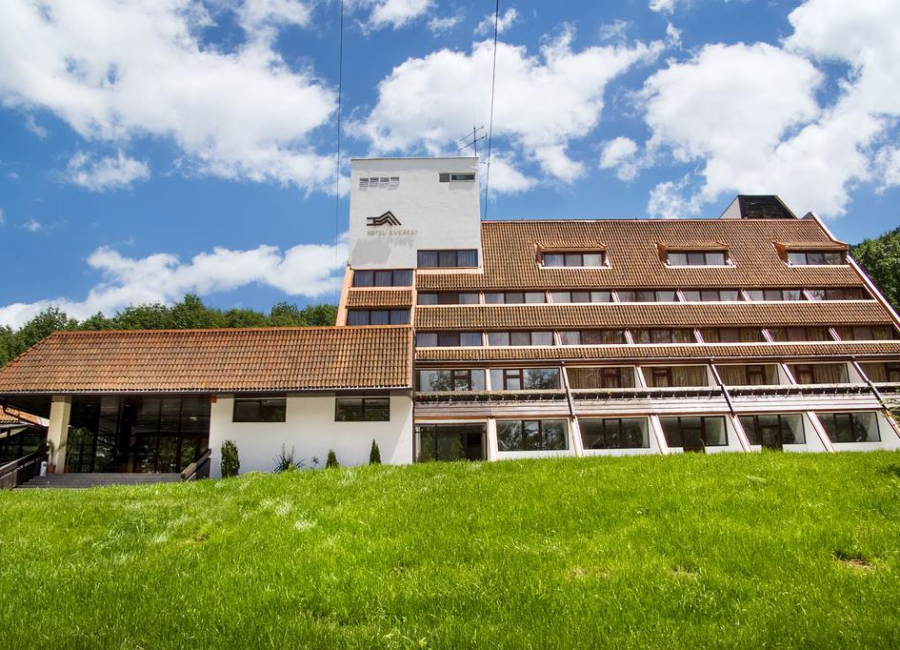 Хотел Еверест Етрополе