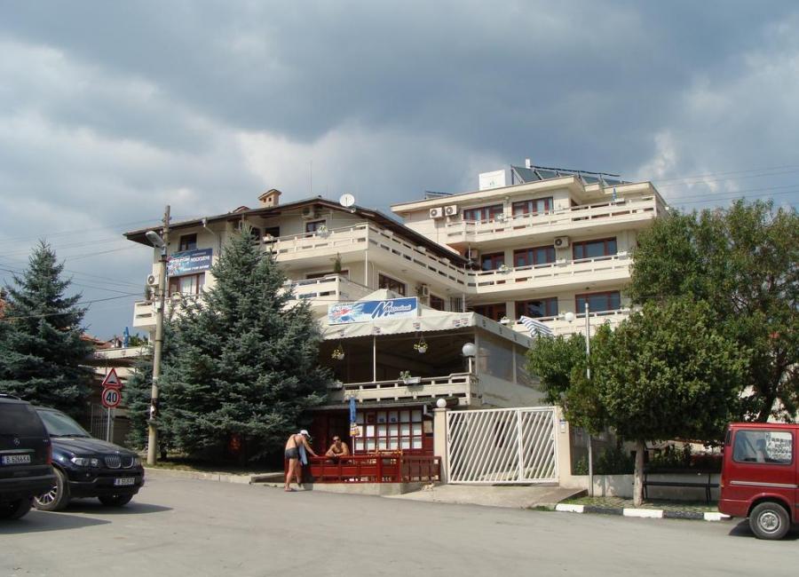 Семеен хотел Москояни Бяла