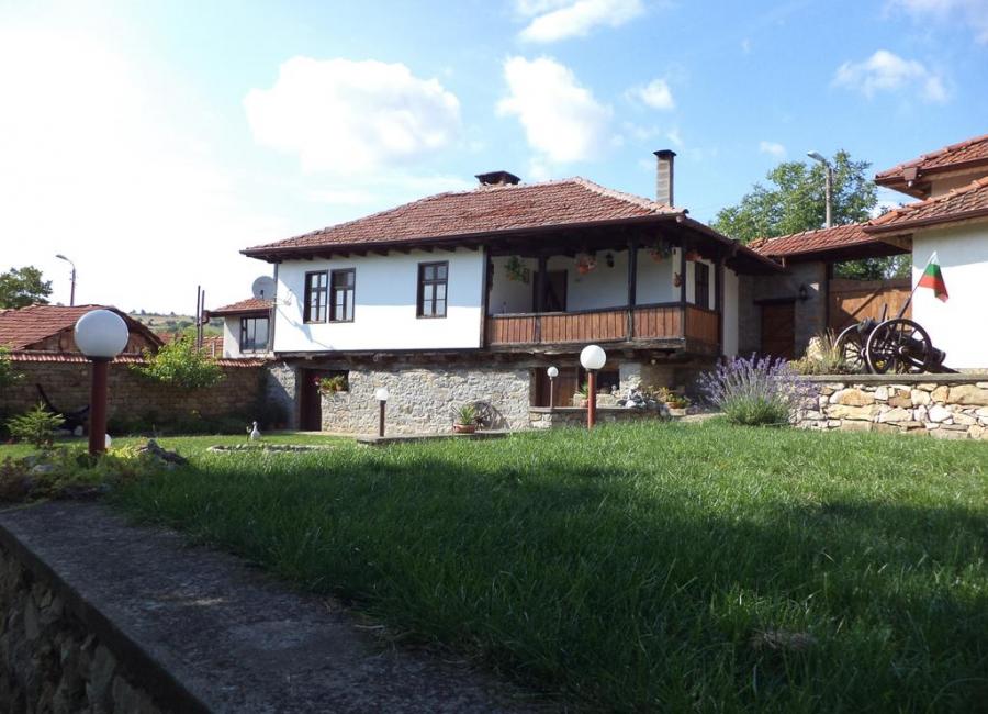 Къща Бела Хлевене