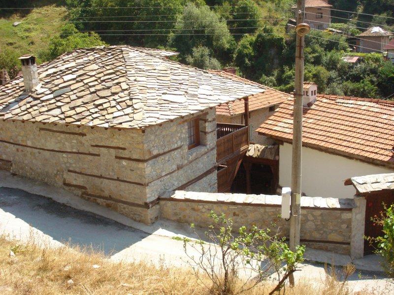 Воденичарова къща Гостун